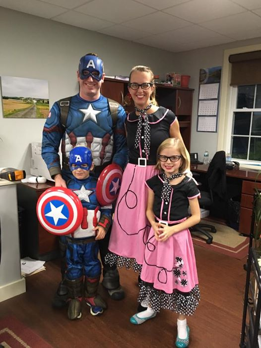 Captain America x2 and Poodle Skirt 50's Girls x2!
