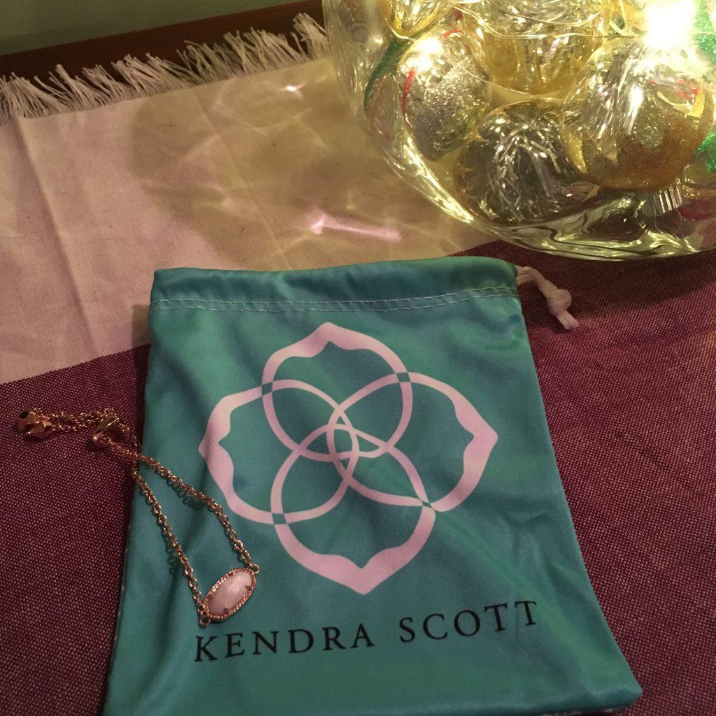 KENDRA SCOTT Elaine Rose Gold Bracelet in White Pearl